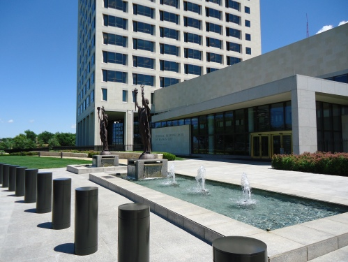 Fountains outside KC Federal Reserve Bank